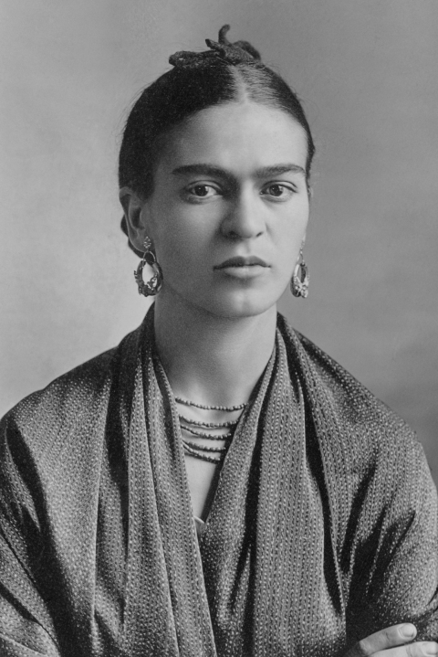 Black and white photo of the artist Frida Kahlo by Guillermo Kahlo (1871-1941) (Sotheby's) [Public domain or Public domain], via Wikimedia Commons