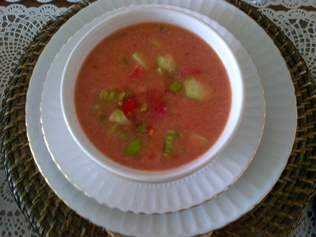Bowl of Gazpacho plated in white with 2 larger white plates below By E4024 (Own work) [CC BY-SA 4.0 (http://creativecommons.org/licenses/by-sa/4.0)], via Wikimedia Commons